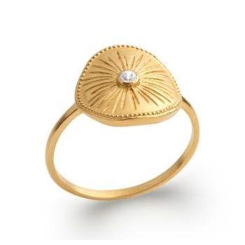 Bague soleil de style artisanal en plaqué or.